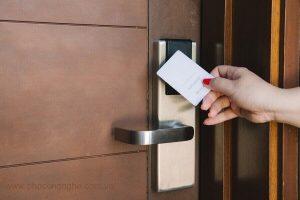 Khóa cửa thẻ từ cho khách sạn | Khóa thẻ từ thông minh | Smarttech